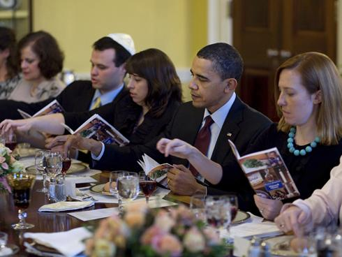 Proof that Obama uses the Maxwell House Haggadah.